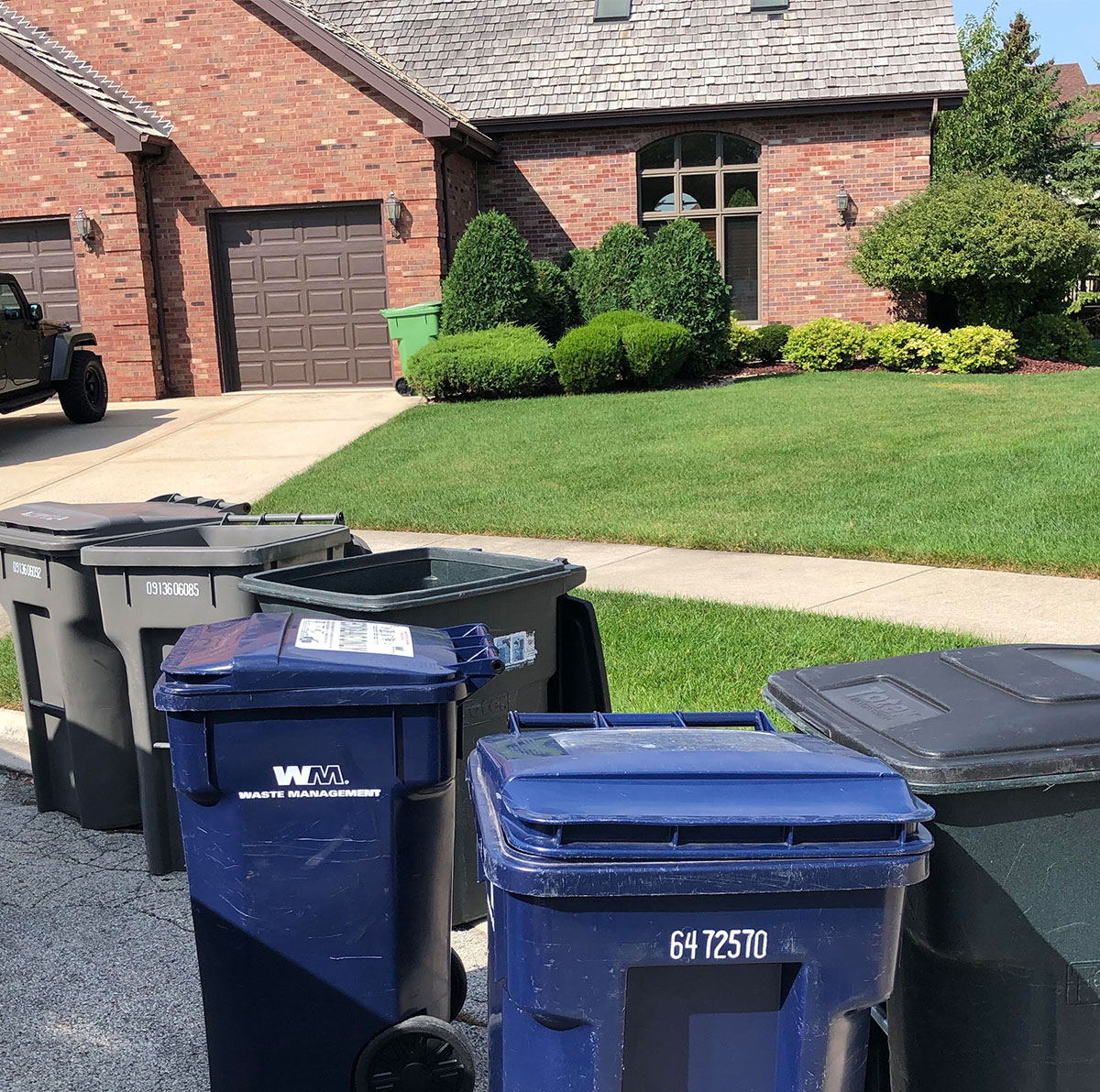 residential trash can cleaning